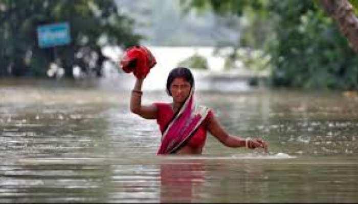 गाजीपुर: तेज बारिश से सरकारी योजनाओं की पोल खुली, मानवता हुयी शर्मशार