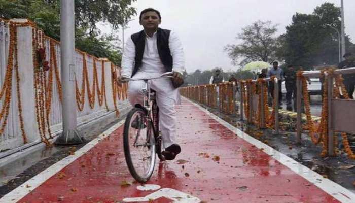 शिवपाल की टेंशन के बीच ये 'खजांची' कौन है, जिसके कारण अखिलेश यादव ने अपनी साइकिल यात्रा टाल दी?
