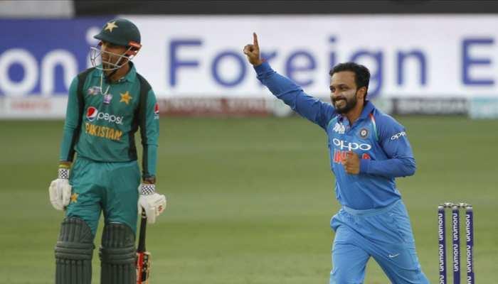 पाकिस्तान की कमर तोड़ने वाले जाधव बोले, 'बल्लेबाज का दिमाग पढ़कर गेंदबाजी करता हूं'