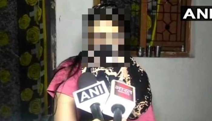 मेरठ में छात्रा से पुलिस ने की मारपीट, VIDEO VIRAL, 3 पुलिसकर्मी सस्पेंड
