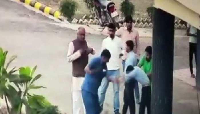 शिवपुरी: आईडी प्रूफ मांगने पर भड़के बीजेपी MP, कार्यकर्ताओं ने कर दी टोल कर्मचारियों की पिटाई