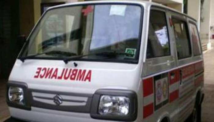 मुरैनाः एम्बुलेंस ने खड़ी ट्राली का मारी टक्कर, तीन की मौत