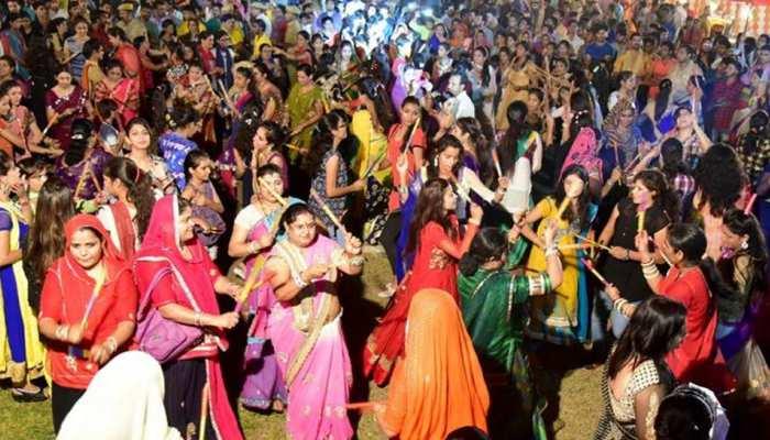 इंदौर: प्रशासन ने कहा, रात 10 बजे के बाद गरबों में डीजे नहीं, ढोल बजाओ