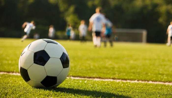 बिहार : इस गांव के बच्चों से लकर बुजर्गों तक में है फुटबॉल का खुमार