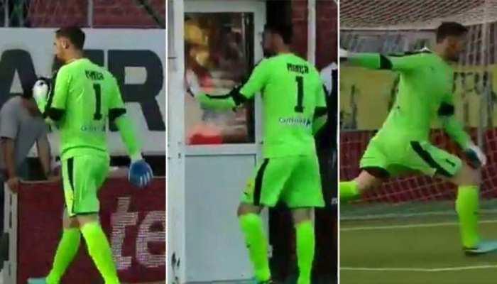 VIDEO: किक मारने के लिए चेंजिंग रूम तक पहुंचा गोलकीपर, खेल भावना को किया शर्मसार