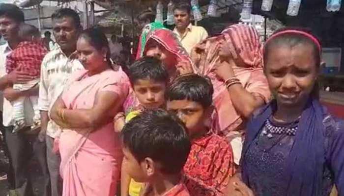 गुजरात में बिहारियों पर हमले के विरोध में JDU का विरोध प्रदर्शन