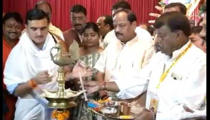 दुर्गा पूजा के रंग में रंगा रांची, पंडालों के पट खुलने के बाद उमड़ रही लोगों की भीड़