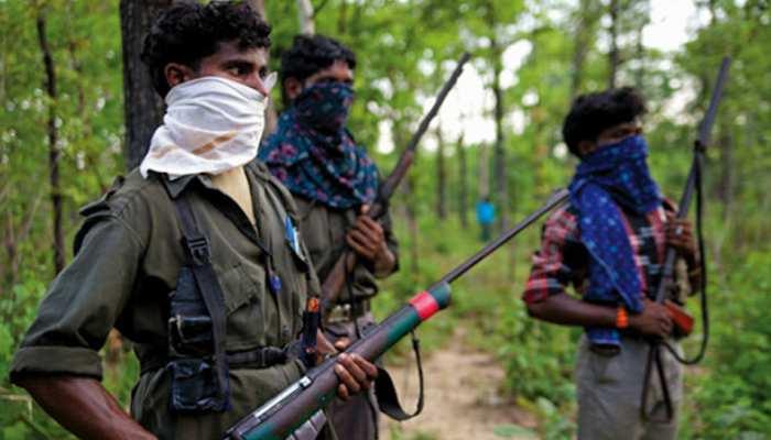 राजनांदगांवः नक्सलियों ने बारूदी सुरंग में किया विस्फोट, तीन जवान घायल