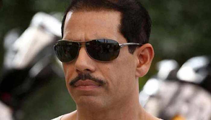 होटल में BSP नेता के बेटे ने लहराई पिस्टल, रॉबर्ट वाड्रा ने अपने बच्चों के लिए जताया डर