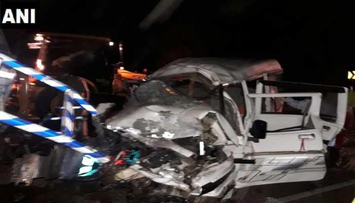 महासमुंदः अनियंत्रित ट्रक से जा टकराई कार, हादसे में 10 लोगों की मौत