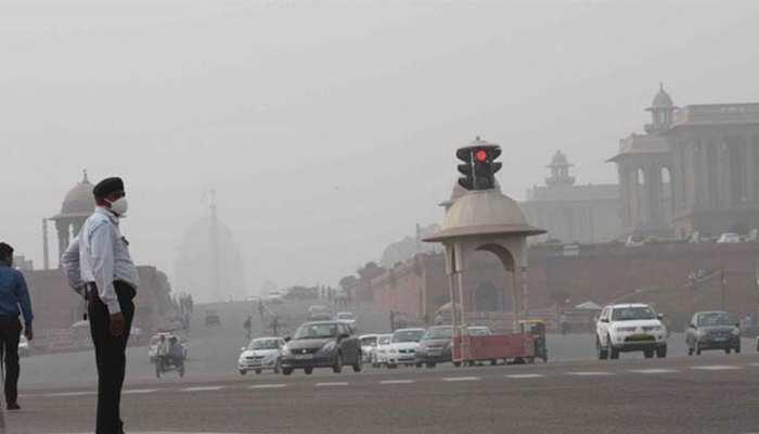 दिल्ली के कई इलाकों में हवा की गुणवत्ता 'बेहद खराब', शहर को धुंध ने घेरा