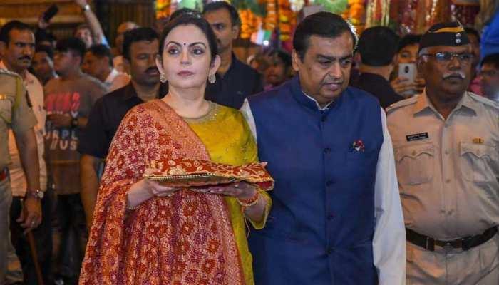 Mukesh Ambani, Nita Ambani offer daughter Isha Ambani wedding card at Siddhivinayak Temple