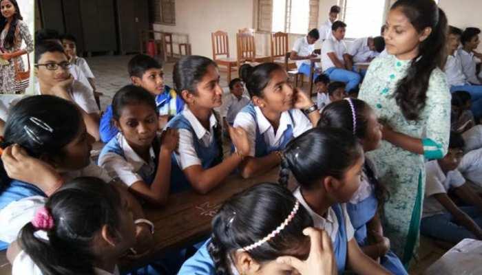 कुछ खास है यह 'करोड़पति फकीर', महिला शिक्षा पर अब तक खर्च किए 10 करोड़