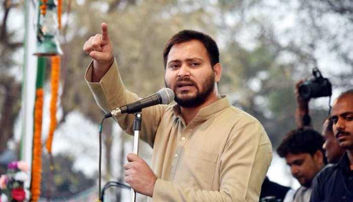 तेजस्वी ने साधा गिरिराज सिंह पर निशाना, कहा- 'कुछ लोग धर्म के ठेकेदार बने हुए हैं'