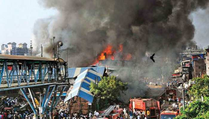 India Today: 2 kids take shelter under table while bandra slum was on fire