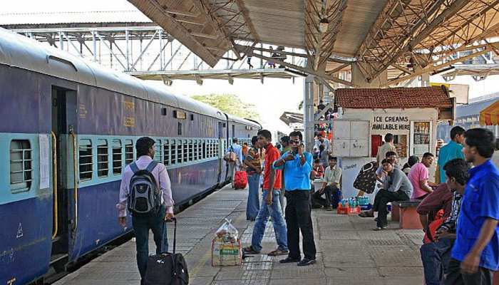 बिहारः साइबर कैफे में चल रहा था रेल टिकट का गोरखधंधा, छापेमारी में दो गिरफ्तार