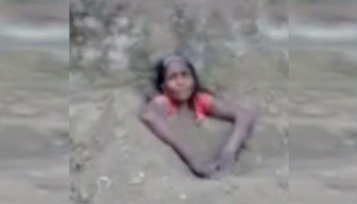 बिहारः दादी को पोते ने जमीन में गाड़ कर बनाया वीडियो