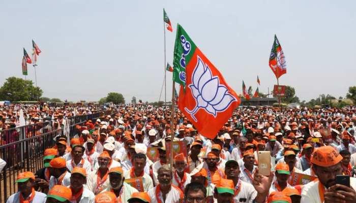 कोटा: BJP को एक और झटका, पूर्व पार्षद ने अपने समर्थको के साथ थामा कोंग्रेस का हाथ