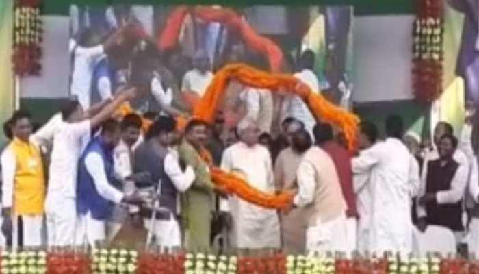 दलित-महादलित सम्मेलन में नीतीश कुमार पहुंचे मुंगेर, विरोधियों पर साधा निशाना
