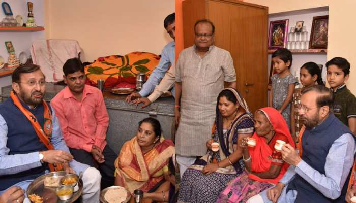 rajasthan: prakash javdekar eat lunch in a dalit family, see these pics