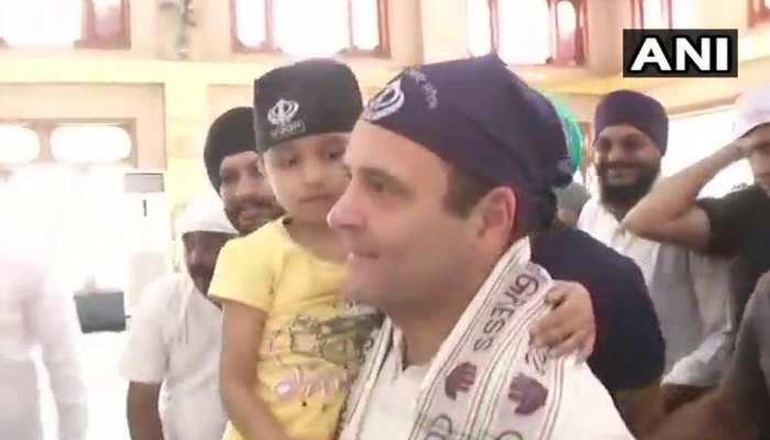बच्ची को गोद में लेकर राहुल गांधी ने छत्तीसगढ़ के गुरुद्वारे में टेका मत्था, देखते रह गए लोग