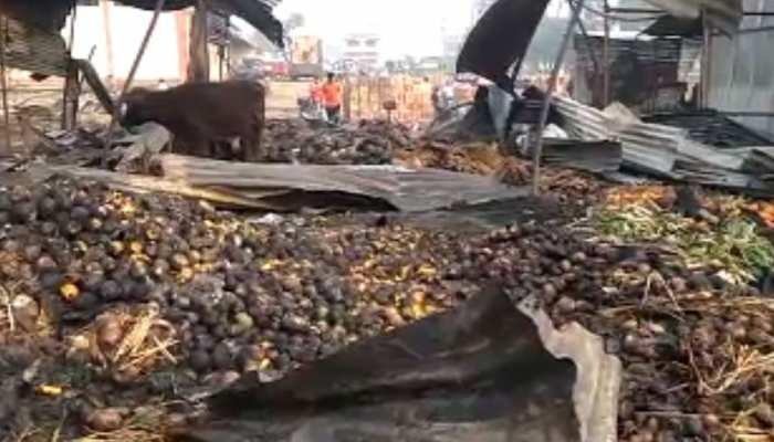 बिहारशरीफ: रात एक बजे फल मंडी में लगी भीषण आग, 25 दुकान जलकर खाक