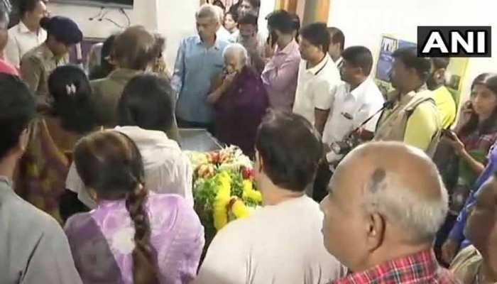 अनंत कुमार को बेंगलुरु में बीजेपी नेताओं ने दी श्रद्धांजलि, दोपहर बाद होगा अंतिम संस्कार