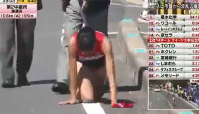 VIDEO: जापान की एथलीट का पैर टूटा, फिर भी घुटनों के बल पूरी की रेस
