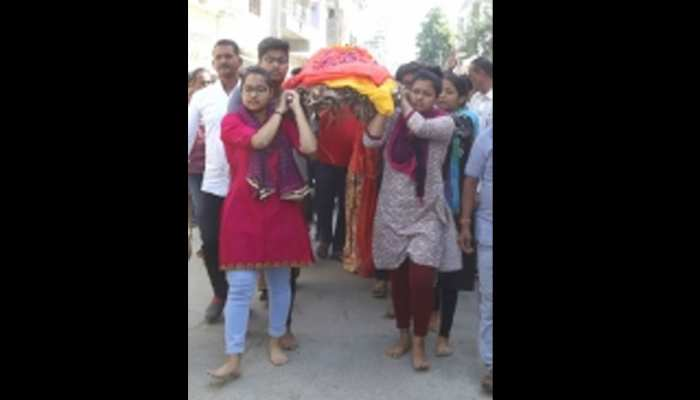 अजमेर: महिला ने अपनी सास की आखिर इच्छा को किया पूरा, खुद किया उनका अंतिम संस्कार