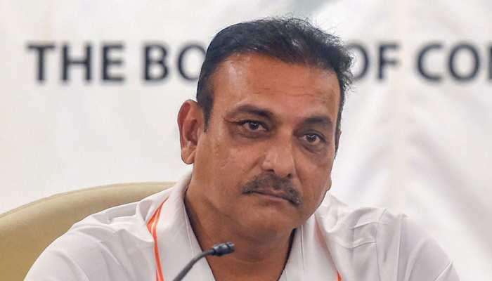 कोच शास्त्री ने उठाया सवाल, विदेश में बाकी टीमें भी फेल हैं तो निशाना सिर्फ टीम इंडिया ही क्यों