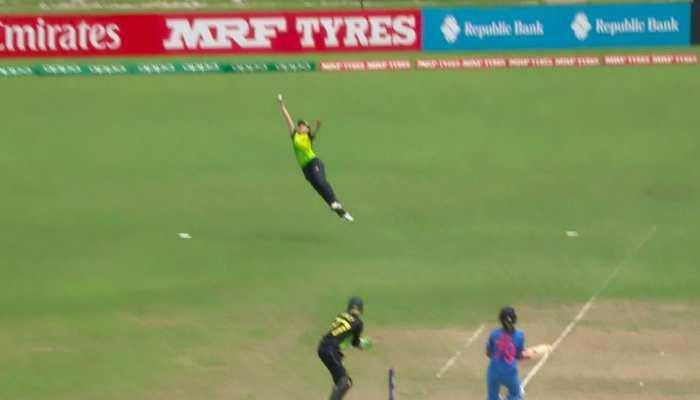 VIDEO: हवा में 'सुपरमैन' की तरह डाइव लगाकर ऑस्ट्रेलियाई क्रिकेटर ने लपका बेहतरीन कैच