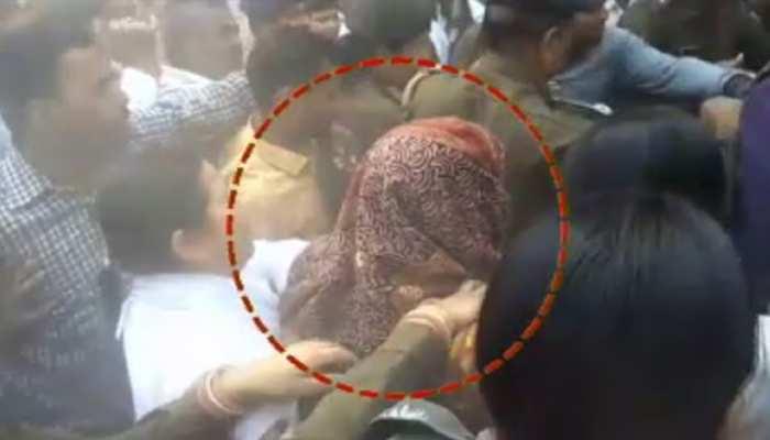ऑटो रिक्शा में कोर्ट पहुंची मंजू वर्मा, जज के सामने बार-बार हो रही थीं बेहोश