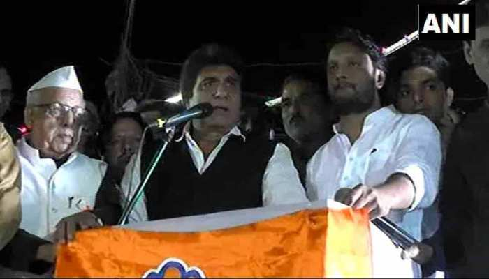 रुपया पीएम मोदी की पूज्यनीय माताजी की उम्र से भी नीचे गिर गया है : राज बब्बर का विवादित बयान