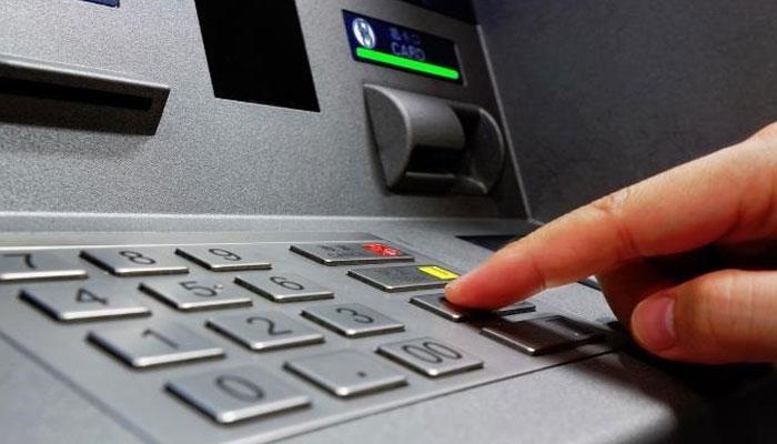 नोएडा : दूसरे की ATM पर्ची में बैलेंस देखने के बाद बना कातिल