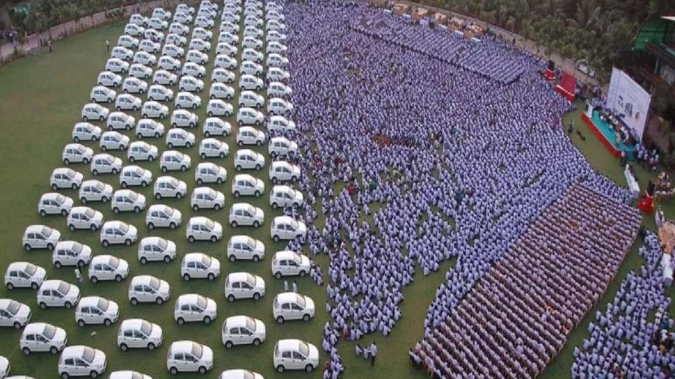 Image result for सावजी ढोलकिया ने कर्मचारियों को दी मर्सेडीज बेंज
